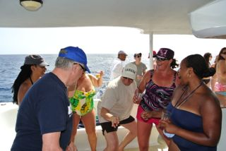 Music and dancing on the tiami catemarange -Photo (C) 2012